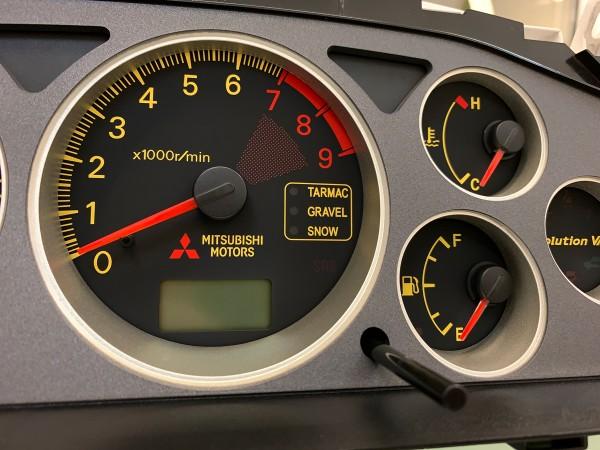 Mitsubishi Lancer EVO 8 MR CT9A 180 MPH black | yellow dials + LED upgrade kit